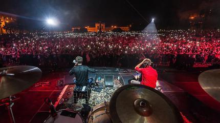 Foto de 2Cellos en concierto