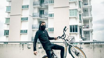 Alan Walker pic with cycle
