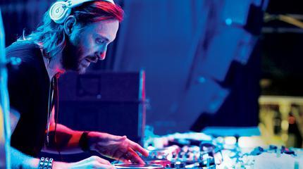 Foto de David Guetta en concierto pinchando