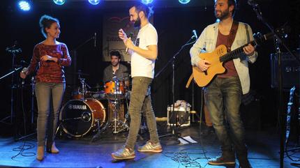 Diván du Don tocando durante un concierto