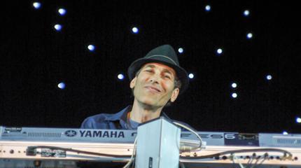 Foto de Gregg Karukas en concierto