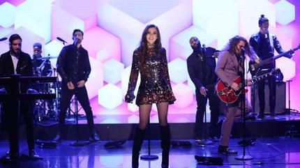 Foto de Hailee Steinfeld en una actuación