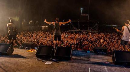"""Itaca Band en concierto durante la gira de presentación de """"Explosiva""""."""