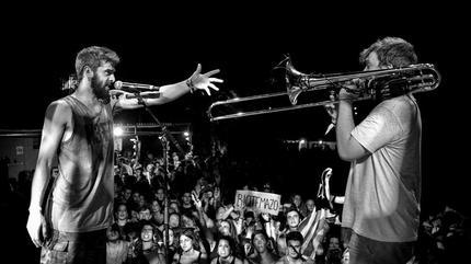 """Itaca Band en concierto durante la gira de presentación de su álbum """"Explosiva""""."""
