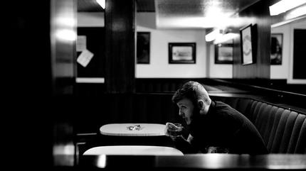 Foto de James Arthur en blanco y negro