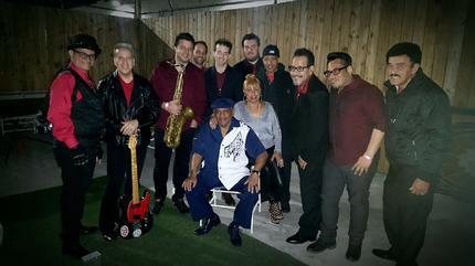Foto de Joe Bataan con los Barrio Boys
