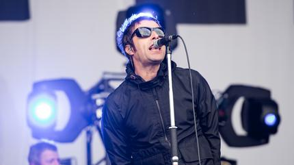 Foto de Liam Gallagher cantando en concierto