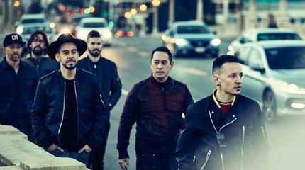 Foto Promo de Linkin Park andando por la calle