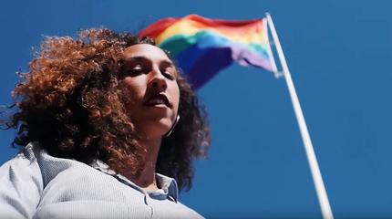 """Mueveloreina en el videoclip de """"Vivas""""."""