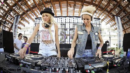 Foto del dúo de DJs Nervo.