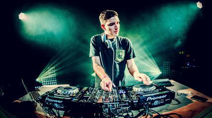 Foto del DJ Netsky.