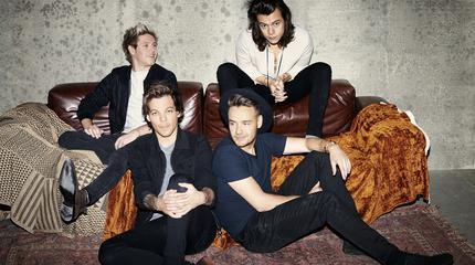 Foto de One Direction en sofas
