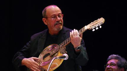Foto de Silvio Rodríguez cantando
