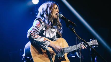 Foto Sofia Ellar cantando
