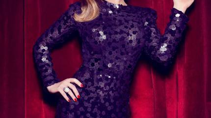Foto de Tamara posando con vestido negro