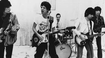 Foto de The Rolling Stones en blanco y negro de cuando eran jóvenes