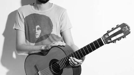 Foto de Xoel López con guitarra