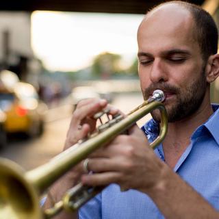 Concierto de Amir ElSaffar en Berkeley
