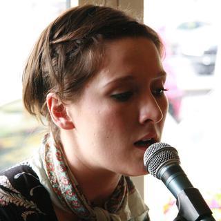 Concierto de Cate Le Bon en Oxford
