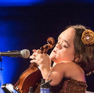 Gaelynn Lea concert in Leeds