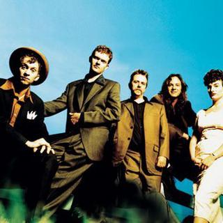 Concierto de Squirrel Nut Zippers en Fall River