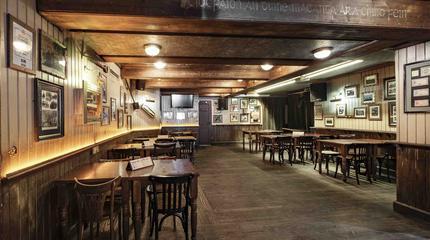 Esta zona se convierte cada jueves por la noche en un acogedor club de jazz en vivo