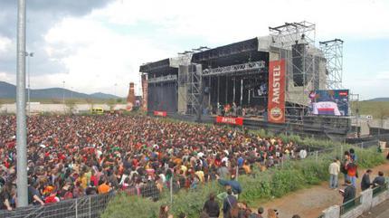 Fotografía de un concierto en el recinto hípico de Cáceres.